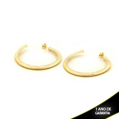 Imagem de Brinco Argola Tubo Achatado Fosco com Detalhes Diamantados - 0210301