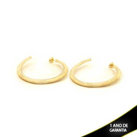 Imagem de Brinco Argola Tubo Achatado Fosco com Detalhes Diamantados - 0210300
