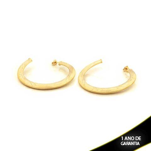 Imagem de Brinco Argola Tubo Achatado Fosco com Detalhes Diamantados - 0210299