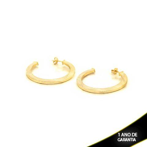 Imagem de Brinco Argola Tubo Achatado Quadrado Fosca com Detalhes Diamantados - 0210306