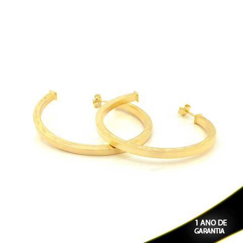 Imagem de Brinco Argola Tubo Achatado Quadrado Fosca com Detalhes Diamantados - 0210302