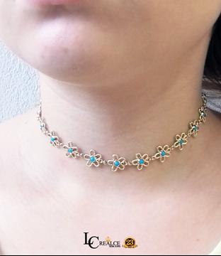 Imagem de Corrente Feminina Choker Flores com Pedra Azul ou Preto 28cm Mais 17cm de Extensor - 0403473